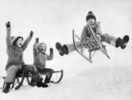 FSCF Photo du mois enfants et luges dans la neige