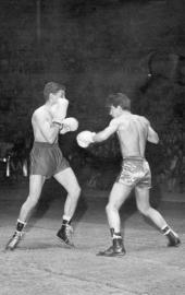 Miche Houdeau et Jean Sandroni au Palais des Sports en février 1962 lors d'une matinée sportive et récréative