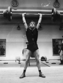 Stany Rzepka aux premiers critérium fédéraux d'haltérophilie en mai 1968