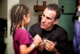 Attentats: Comment en parler aux enfants ?