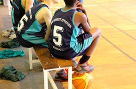 Le basket-ball, un des sports collectifs que propose la FSCF