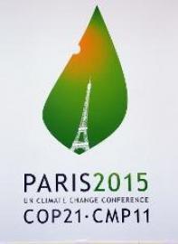 logo de la conférence de Paris sur le climat représentant le soleil éclairent une feuille dans laquelle apparait la Tour Eiffel
