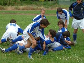 Le football, un des sports collectifs que propose la fédération