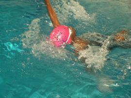 enfant nage