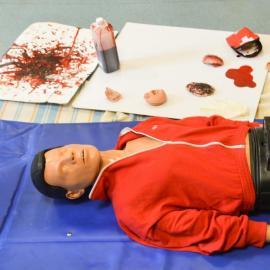 Image d'un mannequin d'entrainement aux premiers secours